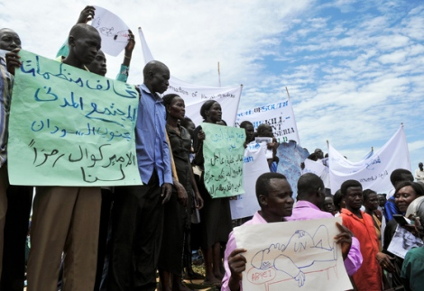 Abyei, mai 2013. Manifestations après le meurtre du chef ndinka ngok, Kuol Deng par des Misseriya. © UN/Isaac Billy.