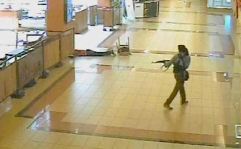 21 septembre 2013, Nairobi. Des terroristes attaquent le centre commercial Westgate. Image CCTV.