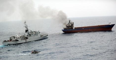 8 septembre 2013. L'équipage du Luna-S, cargo battant pavillon tanzanien, a mis le feu à sa cargaison de cannabis alors que le bâtiment de la marine française et le service des Douanes s'en approchent.