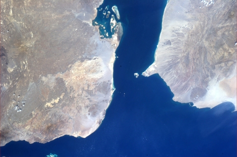 Image satellite NASA montrant la porte des larmes, le Bab-el-Mandeb, entre Djibouti et le Yémen.