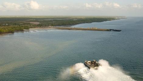 Dans la baie de Manda (Manda Bay), site du futur port kényan.