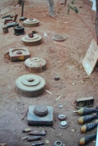Exemplaires des mines et explosifs, retrouvés à Hargeisa, en 1991