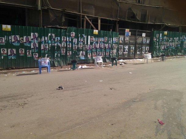Les rues vides du bureau de vote Radio One, à Kampala