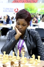 Mathe Nomalungelo, joueuse d'échecs du Zimbabwe, aux 42èmes Olympiades de Bakou, Azerbaïdjan.